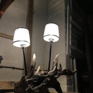 Lampe double créée à partir de bois flotté d'eau douce