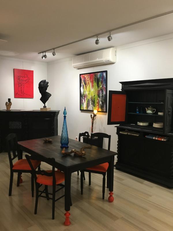 salle à manger relookee noire et orange