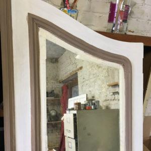 Porte d'armoire en cours de restauration