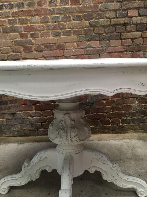 Pied de table restauré et peint