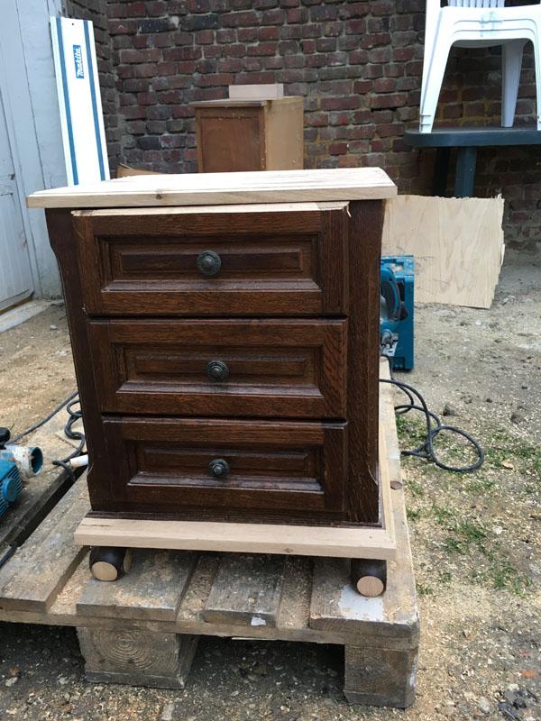 Petit meuble en cours de rénovation