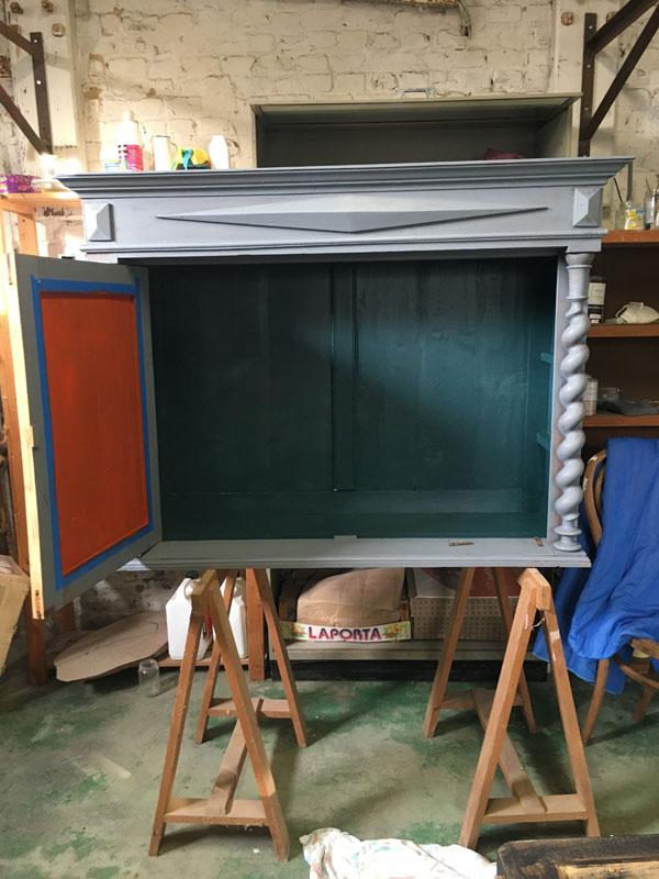 Intérieur meuble repeint