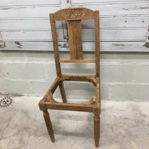 Vieille chaise en cours de rénovation