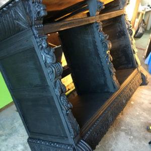 Ancien meuble démonté en cours de relooking