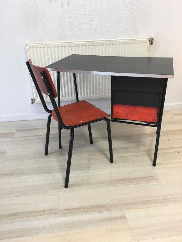 Bureau écolier et chaises transformés