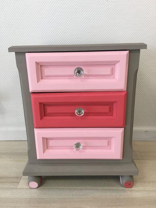 Petit meuble retapé tiroir rose