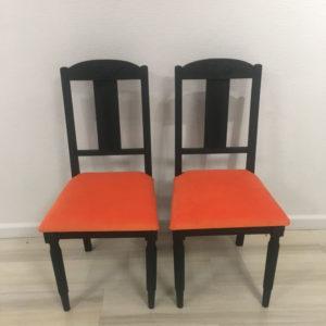 Assises oranges chaises relookées