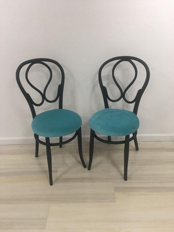 Assises chaises bleues