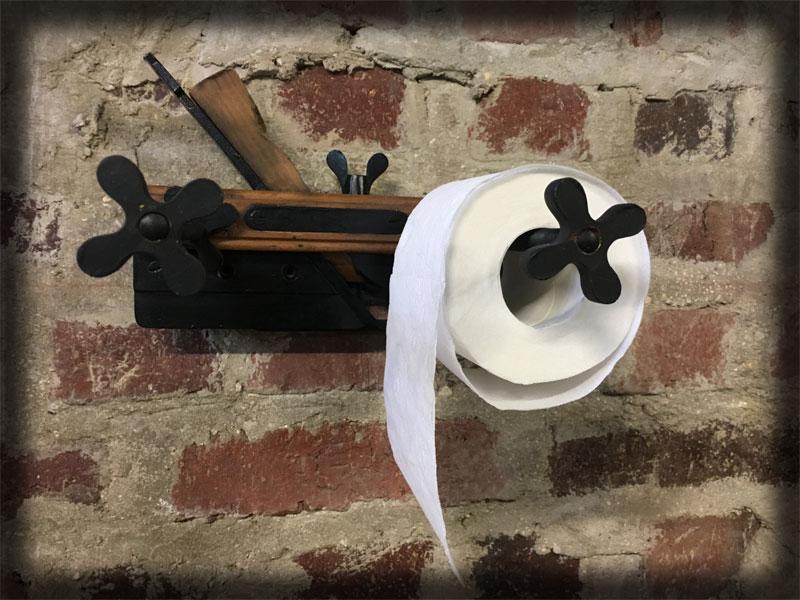Rabot en bois porte papier toilette