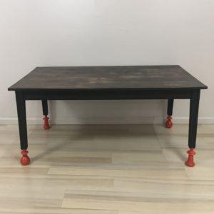 Table basse customisée avec pieds différents
