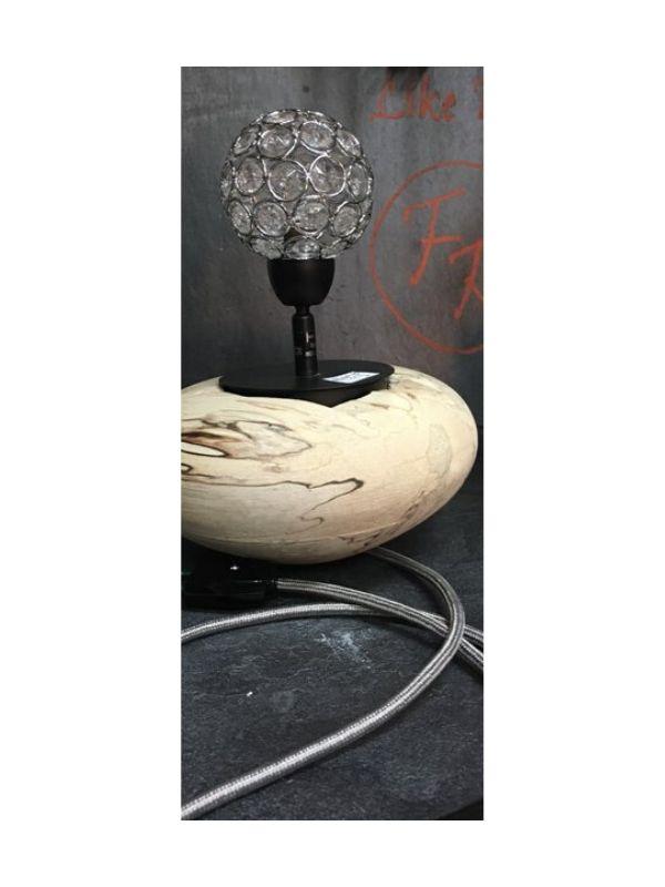 lampe à poser sur socle en bois et boule déco web